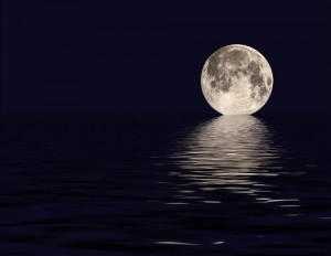 beautiful-full-moon-moon-night-ocean-reflection-Favim_com-42317